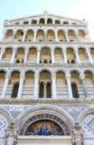 大教堂门面和马赛克在比萨,意大利 免版税图库摄影