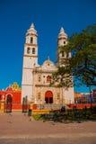大教堂,坎比其,墨西哥:Plaza de la Independencia,在坎比其,旧金山de坎比其墨西哥` s老镇  图库摄影