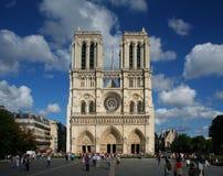 大教堂贵妇人notre巴黎 免版税库存图片
