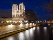 大教堂巴黎Notre Dame微明的 库存照片