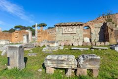 大教堂Aemilia废墟在罗马广场,罗马,意大利 免版税库存图片