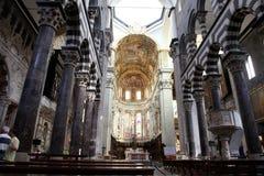 大教堂Cattedrale二圣洛伦佐(圣劳伦斯湾大教堂dell'Annunziata内部内部看法) 免版税库存照片