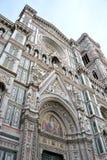 大教堂del惊人地详述二外部著名fiore佛罗伦萨地标玛丽亚多数晚上圣诞老人 图库摄影