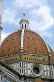 大教堂del惊人地详述二外部著名fiore佛罗伦萨地标玛丽亚多数晚上圣诞老人 免版税库存照片