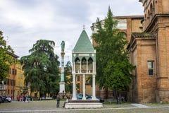 大教堂di有Rolandino de Passeggeri坟茔的圣多梅尼科,  免版税图库摄影