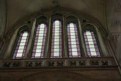 大教堂Sainte玛里马德琳彩色玻璃窗在Vezelay 库存照片