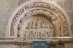 大教堂Sainte玛里马德琳楣石和雕塑在Vezelay 免版税库存照片