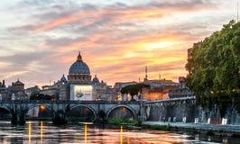 大教堂StPeter的圆顶梵蒂冈 库存图片