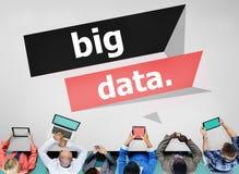 大数据网Connnecting存贮计算的互联网概念 免版税库存照片