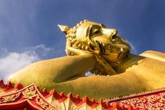 大斜倚的菩萨在Wat Mokkanlan, Chomthong泰国的Chiangmai 免版税库存照片