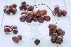 大新鲜的玫瑰色葡萄 图库摄影