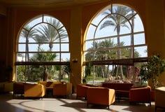 大旅馆大厅视窗 免版税图库摄影