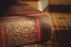 大旧书在桌里 免版税库存图片