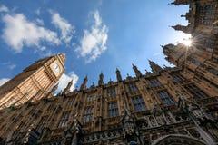 大本钟伊丽莎白塔在伦敦 免版税库存照片