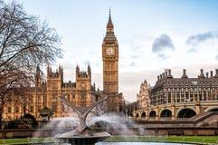 大本钟和圣托马斯医院喷泉信任,伦敦 库存图片
