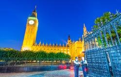 大本钟和威斯敏斯特在日落,伦敦的宫殿颜色 免版税库存照片