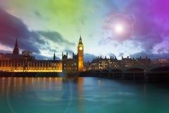 大本钟和威斯敏斯特宫殿在伦敦在晚上 库存照片