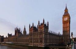 大本钟和威斯敏斯特宫殿 免版税库存照片