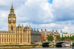 大本钟和威斯敏斯特宫殿 免版税库存图片