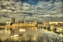 大本钟和威斯敏斯特桥梁 免版税图库摄影