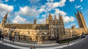 大本钟和议会议院在日落以后的伦敦 图库摄影