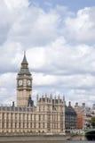大本钟和议会, Lond议院与泰晤士河的 免版税库存图片