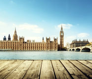 大本钟在伦敦和木 免版税库存照片