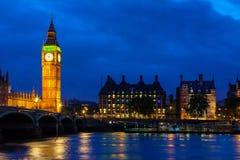 大本钟在晚上。伦敦,英国 免版税库存照片