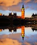 大本钟在晚上,伦敦,英国 免版税库存照片