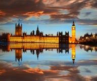 大本钟在晚上,伦敦,英国 图库摄影