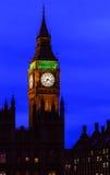 大本钟在晚上,威斯敏斯特,伦敦 免版税库存照片