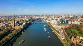 大本钟议会著名地标和伦敦眼鸟瞰图照片  图库摄影
