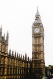 大本钟,伦敦威斯敏斯特桥梁,西敏寺,威斯敏斯特宫 免版税库存照片