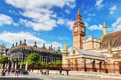 大本钟,威斯敏斯特宫和Portcullis房子在伦敦,英国 库存照片