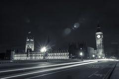 大本钟,议会&在晚上 库存照片