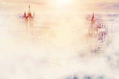 大本钟,雾的威斯敏斯特宫 伦敦英国 向量例证