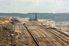 大机械在工作在褐煤(browncoal)矿 图库摄影