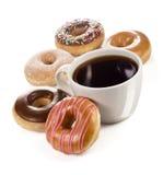 大杯子咖啡或茶以油炸圈饼5不同品种  免版税图库摄影