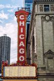 大标志历史的芝加哥剧院外 免版税库存照片