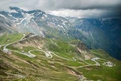 大格洛克纳山在夏时的山路在奥地利 免版税图库摄影