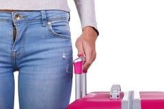 大桃红色手提箱在妇女在一白色backkground隔绝的` s手上 免版税库存照片