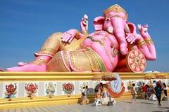 大桃红色Ganesha雕象 免版税库存图片