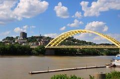 大桥梁橡皮防水布俄亥俄河 库存图片