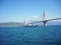 大桥里约Antirio在希腊 库存图片