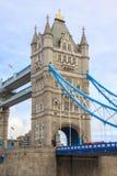 大梁和塔细节在塔桥梁从南银行 伦敦 图库摄影
