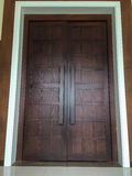 大棕色木门 库存照片