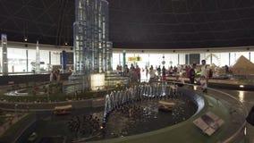 大模型喷泉的陈列在Burj哈利法附近的由乐高制成在Miniland Legoland编结在迪拜公园和手段 股票录像