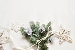 大模型圣诞节分支或新年框架构成与空间您的文本的 在白色木的圣诞节装饰 图库摄影