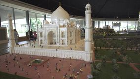 大模型泰姬陵的陈列由乐高制成在Miniland Legoland编结在迪拜公园和手段储蓄英尺长度录影 股票录像