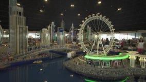 大模型迪拜小游艇船坞的陈列由乐高制成在Miniland Legoland编结在迪拜公园和手段储蓄英尺长度 股票视频
